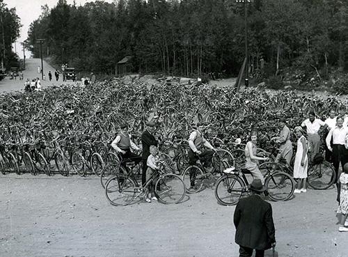 Flatenbadet 1934. Nu skriver Martin Emanuel om cyklism efter 1980. Foto: Stockholmskällan.