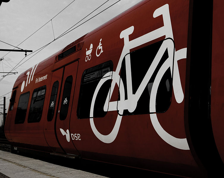 754px-Bicycle_on_S-train