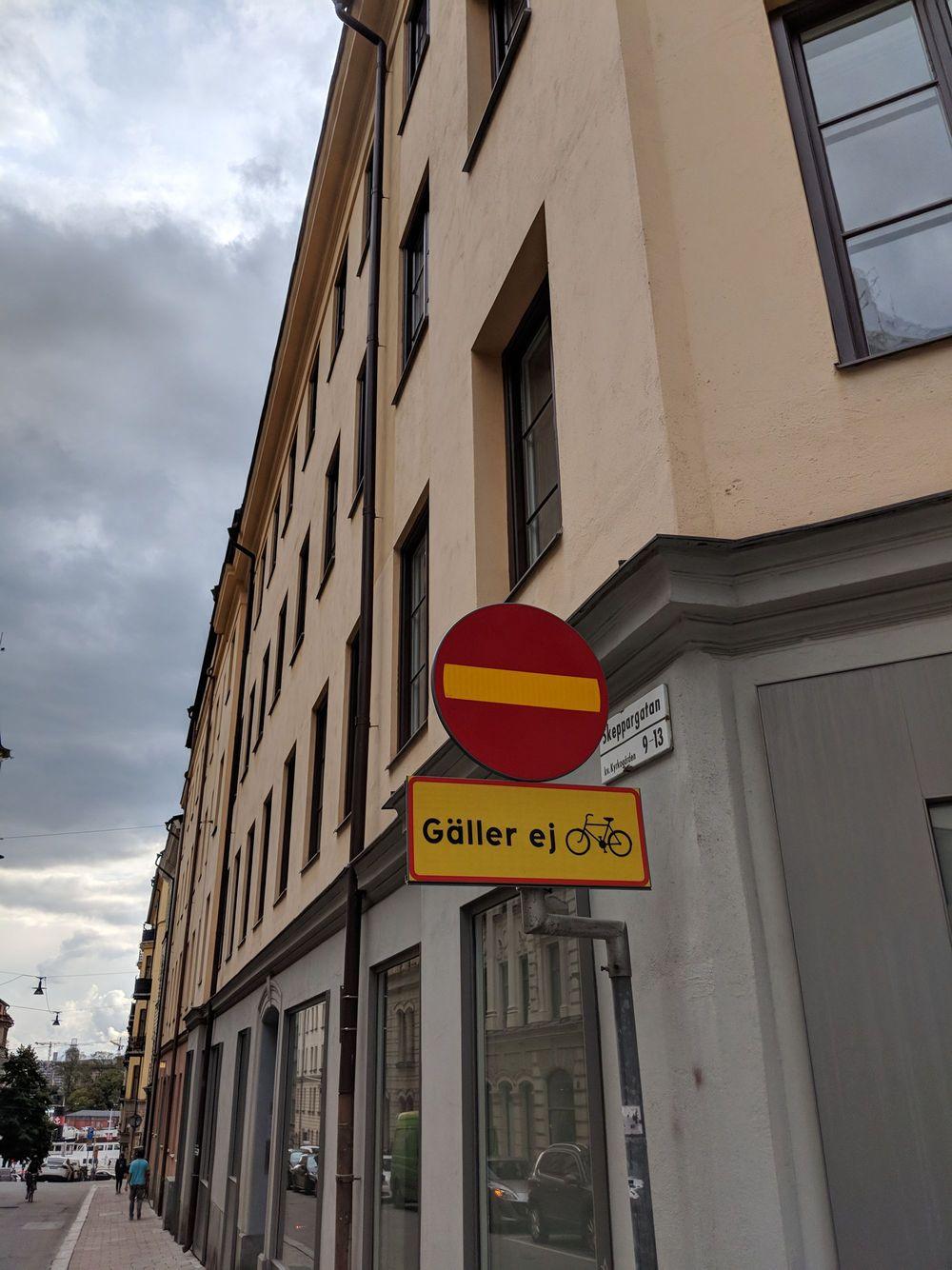 Stockholms skyltar får okej av rätten