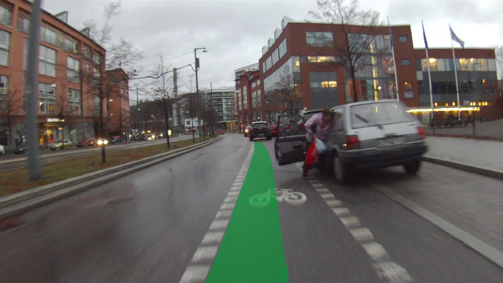Cyklist kör in i bildörr